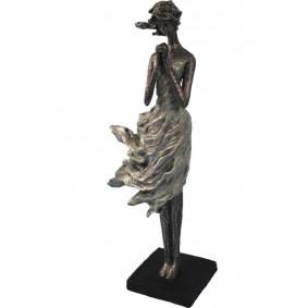 Figurka Kobiety na Wietrze